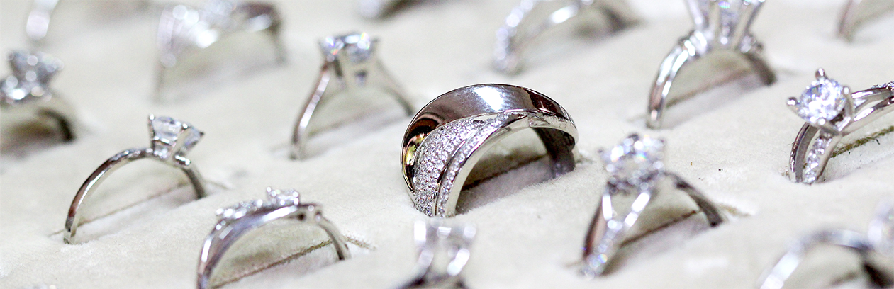 Header photo: Diamonds: 4C's